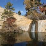 Upper-Pool mit Mini-Wasserfall